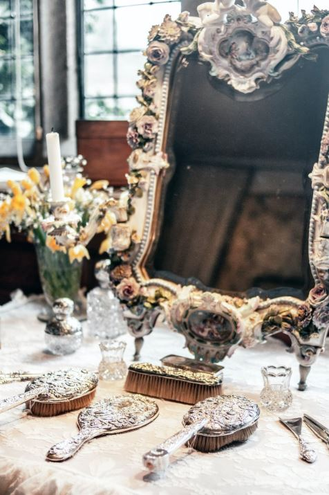 How can I decorate my home vintage style vintage home accessories